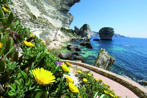 Korsika ist eine schroffe Schönheit mit malerischer Natur wie hier bei Bonifacio. (Foto Eric Volto)