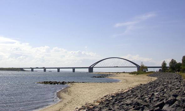 Die wichtigste Verbindungsachse zwischen dem Festland und der Ostseeinsel: die Fehmarnsundbrücke. (Foto Stefan Sobotta)