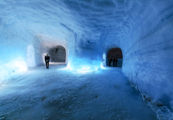 In Europas zweitgrößtem Gletscher laden künstlich angelegte Gänge zu einer spannenden Entdeckungsreise ein. (Foto Roman Gerasymenko)