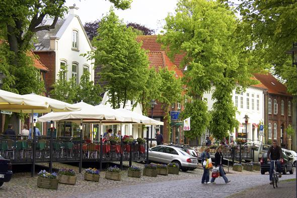 Charmant und einladend: die Altstadt im Inselhauptort Burg. (Foto Stefan Sobotta)