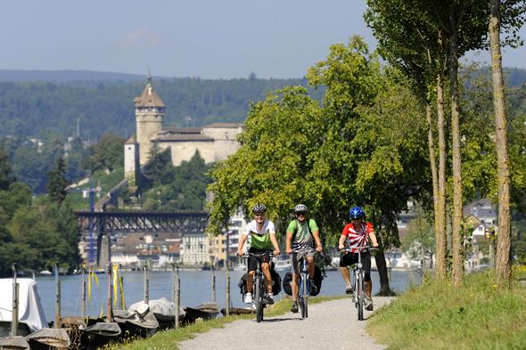 In Schaffhausen lässt sich neben dem Rheinfall auch die mächtige Burganlage erkunden. (Foto Schaffhauserland Tourismus)