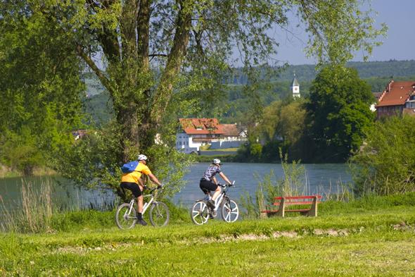 Der 3Welten-Radweg führt entlang des Hochrheins auch durch Kadelburg. (Foto Gemeinde Kussaberg)