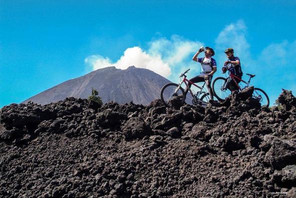 In Zentralamerika genießen Mountainbiker nicht nur herrliche Ausblicke, sondern auch eine ungeahnte Naturvielfalt.