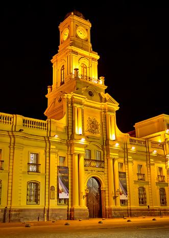 Nachts prächtig illuminiert: das Museo Histórico Nacional. (Foto Alonso Jiménez Quesada)