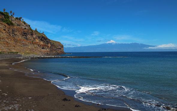Herrliche Strände wie hier an der Playa de La Cueva bei San Sebastian zeichnen La Gomera aus.