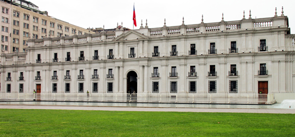 Geschichtsträchtig und zentral gelegen: der Präsidentenpalast in Santiago de Chile. (Foto Karsten-Thilo Raab)