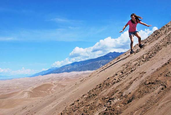 Sandboarding von der High Dune im Great Sand Dunes Nationalpark (Foto National Park Service)