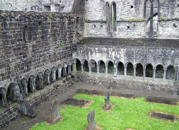 Zählen zu den markantesten Bauwerken in Sligo City:  die Ruinen von Sligo Abbey. (Foto Clemens Franz)