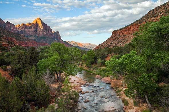 Ein faszinierendes Stück Natur: Der Zion Nationalpark mit dem Virgin River. (Foto Utah Office of Tourism)