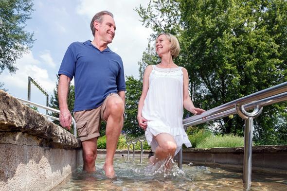Das Wassertreten hat in Überlingen seit sechs Jahrzehnten Tradition.