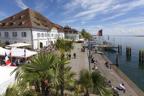 Blick auf die Uferpromenade und den Landungsplatz in Überlingen. (Fotos  Kur und Touristik Überlingen)