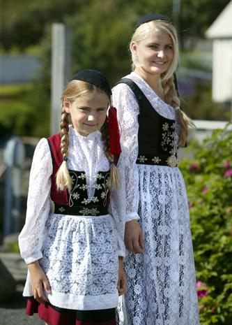 In der landestypischen Tracht sind die Isländer vor allem am 17. Juni, dem Nationalfeiertag, anzutreffen. (Foto  Iceland Tourist Board