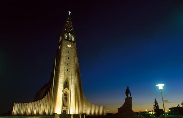 Die Hallgrims-Kirche, ist mit 74 Metern das höchste Gebäude und Wahrzeichen von Reykjavik. (Foto Visit Reykjavik)