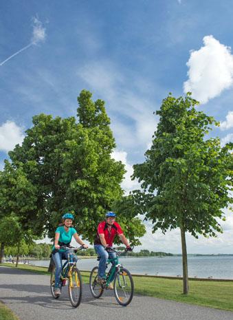 Rund um die Uckerseen ist das Radfahren ein befreiendes Urlaubsvergnügen. (Foto Klaus-Peter Kappest)