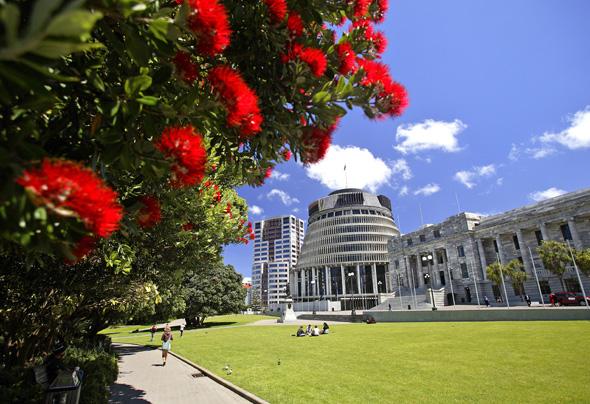 """Seit 150 Jahren ist Wellington Haupstadt. Im """"Bienenkorb"""" kommt Neuseelands Parlament zusammen. (Foto Rob Suisted)"""