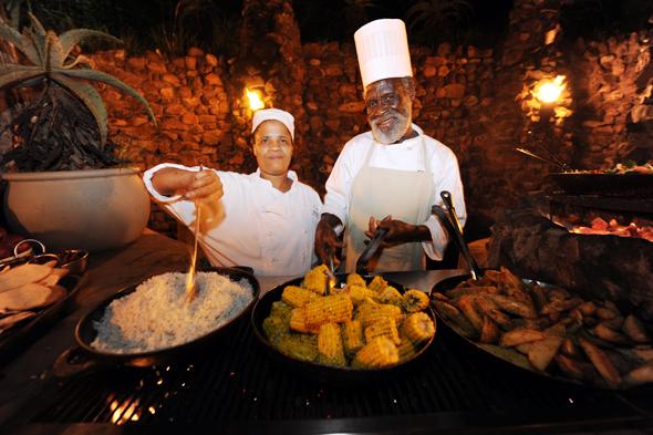 Südafrika warten - wie hier im KwaZulu-Natal des Pindha Game Reserve - mit einer ungeahnten kulinarischen Vielfalt auf. (Foto  South African Tourism)