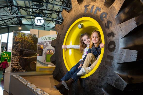 Im John Deere Pavillion in Moline können große und kleine Fans in die Welt der Landmaschinen abtauchen.