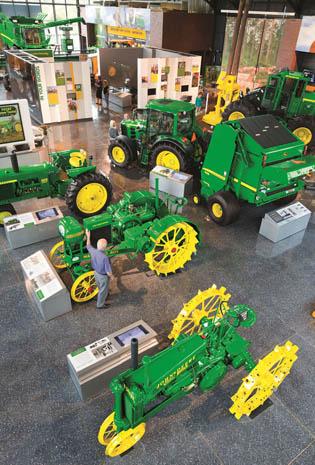Auch historische Traktoren können in Moline in Augenschein genommen werden. (Fotos John Deere)