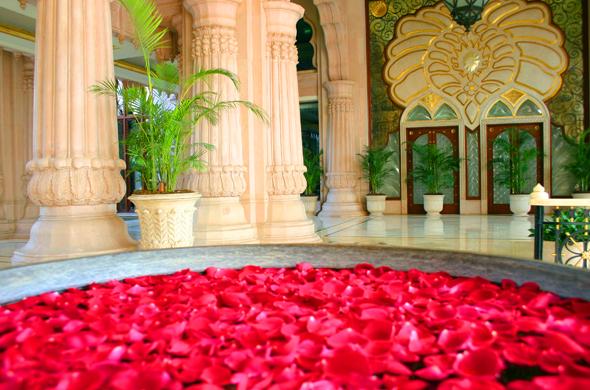 Luxusreisen stehen hoch im Kurs. Davon profitieren natürlich mondäne Hotels wie das Leela im indischen Bangalore. (Foto Karsten-Thilo Raab)