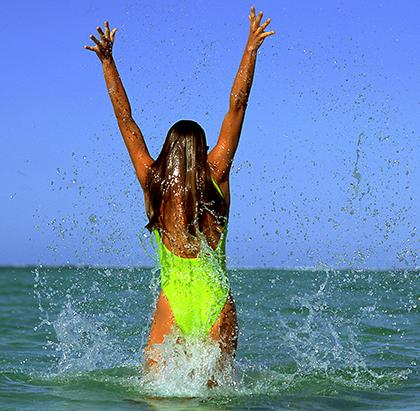 Die Sonneneinstrahlung sorgt dafür, dass unbeschwertes Badevergnügen nur mit ausreichend Schutz möglich ist.