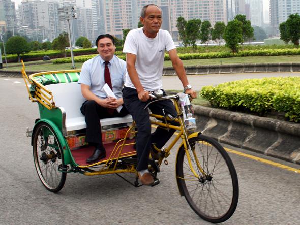 Die bequemste Art, Macaus Welterbe zu entdecken, ist bei einer Tour mit dem Pedicab. (Foto Karsten-Thilo Raab)