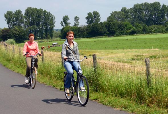 In der niederländischen Provinz Zeeland gibt es nun spezielle Radwege, für diejenigen, die weitgehend windgeschützt in die Pedale treten möchten. (Foto Karsten-Thilo Raab)