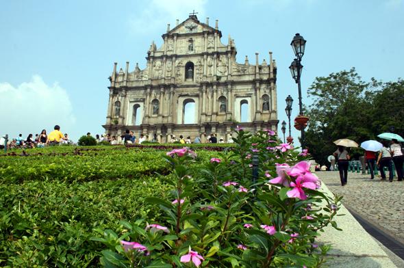 Stehen während der Jubiläumsfeierlichkeiten besonders im Fokus: die Ruinen der St. Pauls Kathedrale in Macau. (Foto Karsten-Thilo Raab)