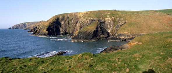 Die walisische Küste wartet mit faszinierenden An- und Ausblicken auf. (Foto Visit Britain)