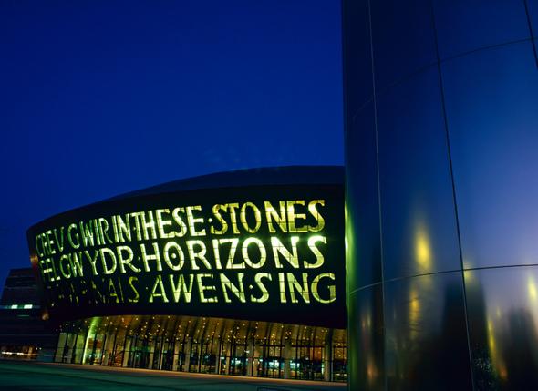 Eine architektonische Landmarke in der Hauptstadt Cardiff: Das Millenium Centre. (Foto Visit Britain)