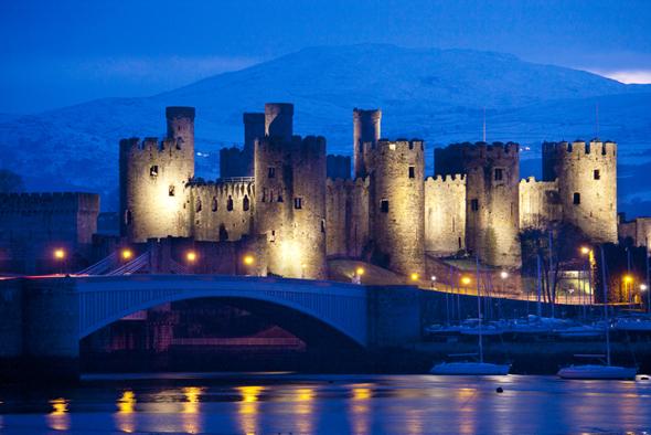 Wales begeistert auch mit einer Vielzahl an gut erhaltenen historischen Burgen wie hier in Conwy. (Foto Visit Britain)