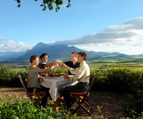 Auch im südafrikanischen Weinland mangelt es nicht an herrlichen Picknick-Plätzen. (Foto South African Tourism )