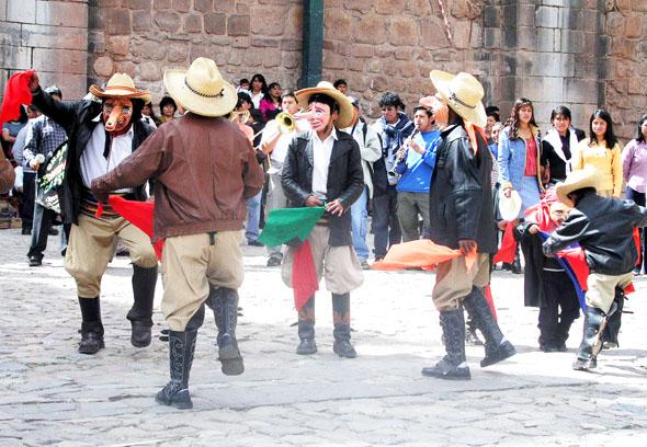 Anlässlich des Unabhängigkeitstages gibt sich ganz Peru am 28. und 29. Juli in Feierlaune. (Foto Solomunay/Pixelio)