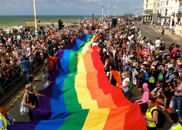 Der Brighton Pride blickt in diesem Jahr nicht ohne  Stolz auf das 25-jährige Jubiläum. (Foto Visit Brighton)