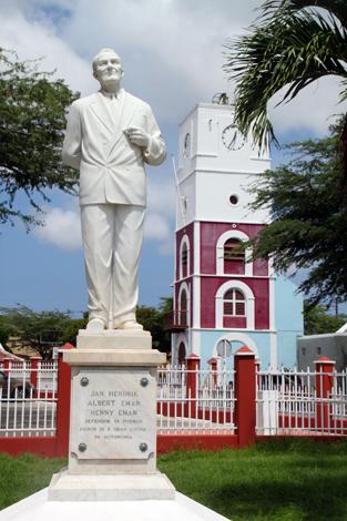 Aruba vereint karibische Lebensfreude - wie hier in Oranjestad - mit niederländischer Bauart. (Foto Karsten-Thilo Raab)