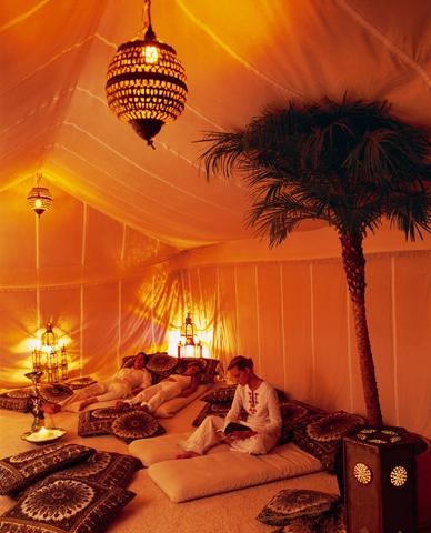 Einen Hauch von Arabien verbreiten die Ruhezonen im nachempfundenen Berberzelt.