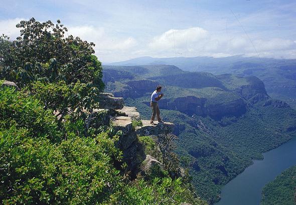 Einfach atembraubend: der Blick auf den Blyde River Canyon. Viele der schönsten Wanderweg in Südafrika führen auch direkt am Strand entlang. (Foto South Africa Tourism)