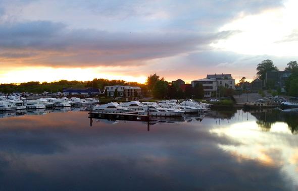 Trotz teilweise mäßigen Wetters zeigt sich der Shannon - wie hier in den Abendstunden in Carrick-on-Shannon - von seiner besten Seite. (Foto Karsten-Thilo Raab)