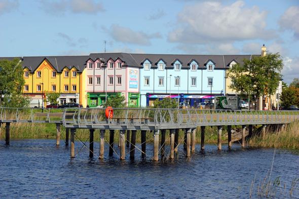 Ein Blick zurück auf die Uferpromenade in Carrick-on-Shannon. (Foto Karsten-Thilo Raab)