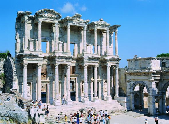 Als Weltwunder galt die Celsus-Bibliothek schon lange, nun gehört ganz Ephesos zum Weltkulturerbe der UNESCO. (Foto Ministerium für Kultur und Tourismus der Republik der Türkei)