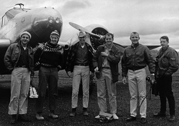 Die Astronauten Kerwin, Engle, Michel und Brand mit einem Geologen im Trainingsgebiet im Jahre 1967. (Foto Sverrir Pálsson/Exploration Museum