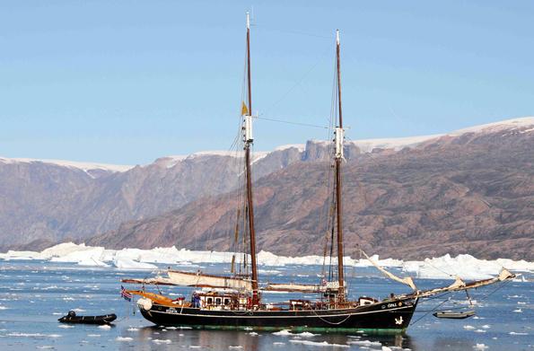 """Die """"Opal"""" ist das weltweit erste Segelschiff, das über einen Hybrid-Antrieb verfügt."""