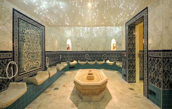 Auch das Persische Edelsteinbad  weiß nicht  nur wegen des funkelnden Ambientes zu begeistern.