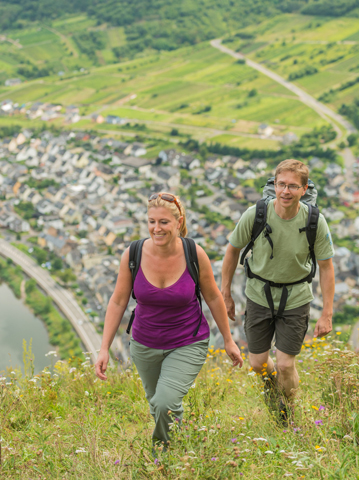 Auf dem Moselsteig können Wanderer 20 herrliche Seitensprünge - wie hier auf dem Weg zum Calmont Gipfelkreuz - unternehmen. (Foto RPT)