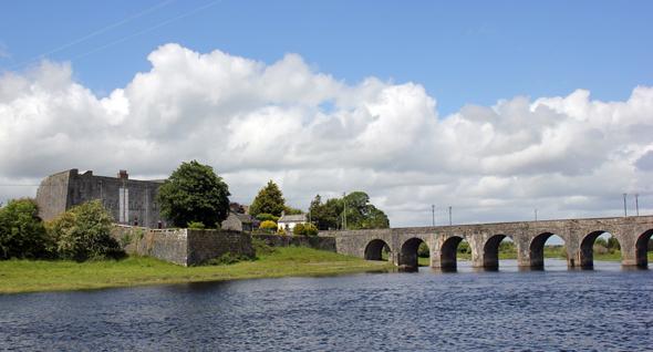 Shannonbridge mit der gelichnamigen Brücke und dem Old Fort. (Foto Karsten-Thilo Raab)