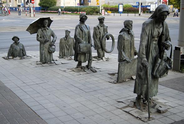 """Ein echter Hingucker: die Skulptur """"Der Übergang"""" von Jerzy Kalina. (Foto Klaus Klöppel)"""