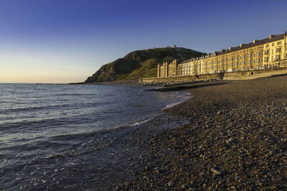 In der Küstenstadt Aberystwyth starten Inspektor Mathias und seine Kollegen ihre Spurensuche.