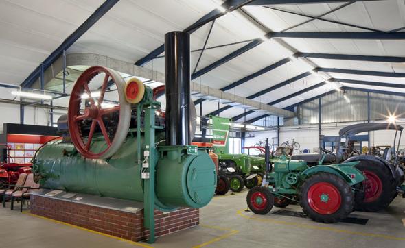 Von der Sichel bis zum Mähdrescher und zu Traktoren sind im Landtechnikmuseum landwirtschaftliche Geräte zu sehen.