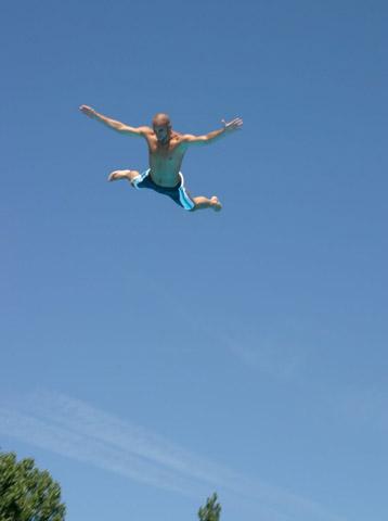 Allein der Sprung vom Zehn-Meter-Brett erfordert schon einiges an Mut.