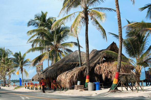 An der Karibikküste finden sich traumhafte Buchten und Strände.