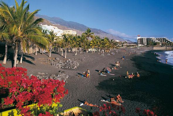 Natürlich mangelt es auf der Kanaraeninsel auch nicht an herrlichen Stränden wie hier in Puerto Naos. (Foto Turespaña)